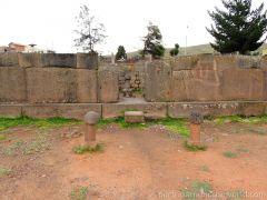 Tiwanaku, Puma Punku, Aramu Muru places