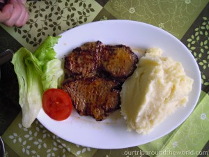 Beefsteak with potato puree