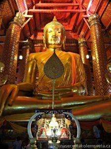 Luang Pho Tho at Wat Phanan Choeng