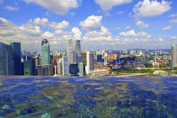bazén v hotelu Marina Bay Sands v Singapuru